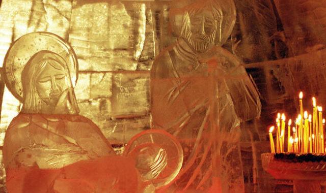 Ледяные фигуры в Рождественском вертепе