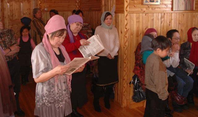 Якутские прихожане читают Логос