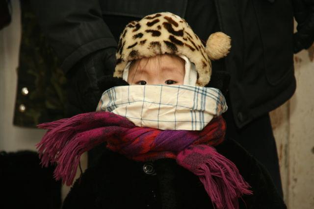 ребёнок зимой, ребёнок в шапке и шарфе
