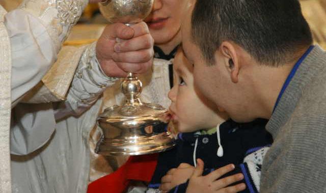 Причастие ребёнка, якут, церковь, чаша