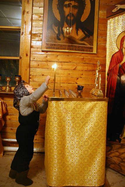 Свеча, ребёнок, молитва, икона, ребёнок ставит свечу