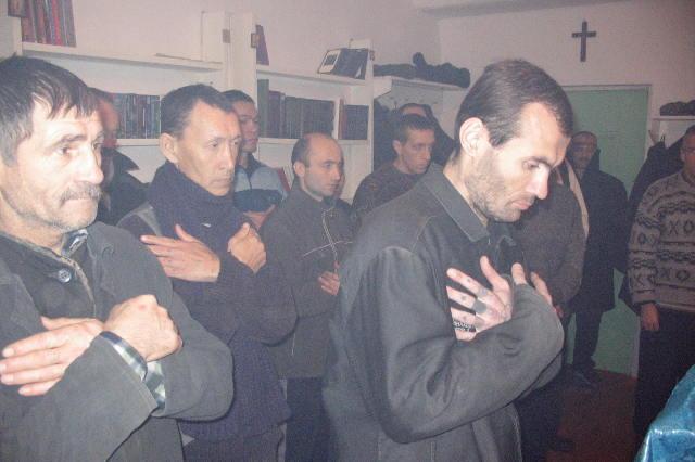 Заключённые, тюрьма, молитва