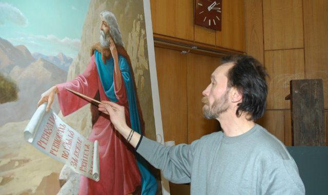 художник пишет икону