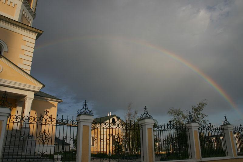 Радуга над Преображенским храмом в Якутске