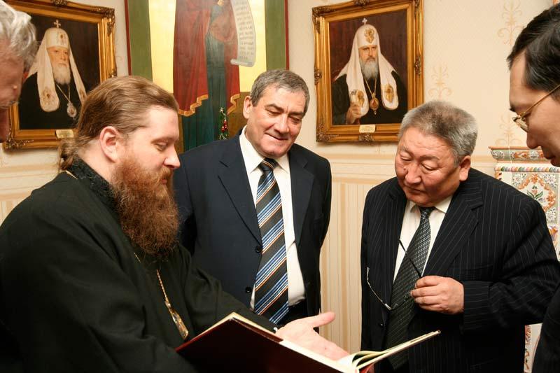 Владыка Зосима с Вячеславом Штыровым и Егором Борисовым
