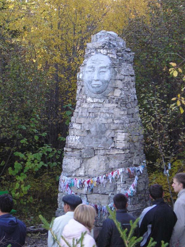 языческая статуя