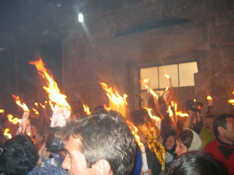 Благодтный огонь горит