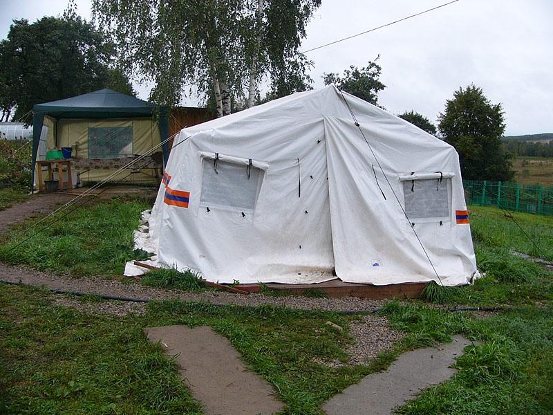 Барятино: трапезная в палатке