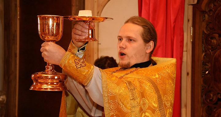 священник сергий клинцов с чашей