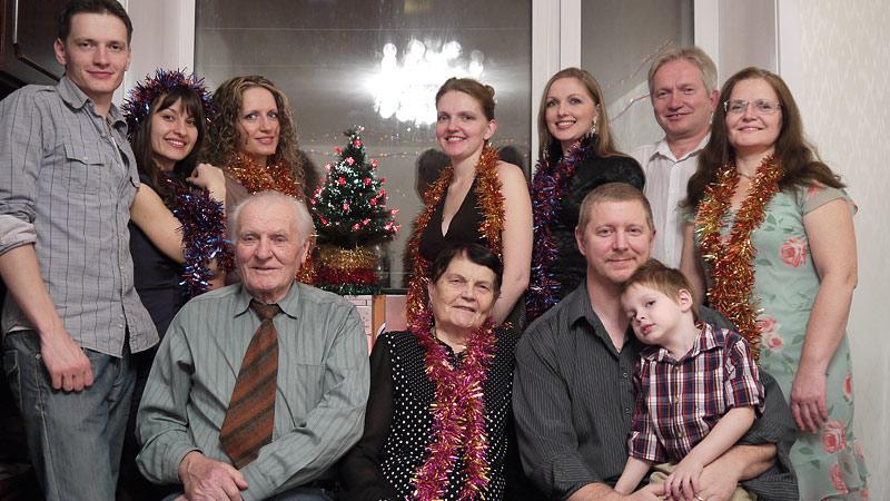 Олег Емельянов с семьёй