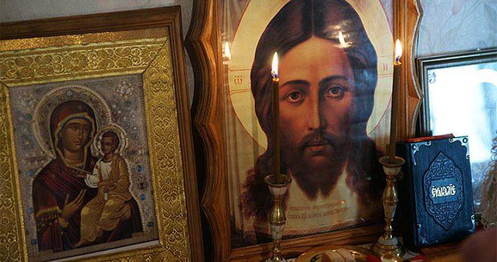 икона Спасителя и библия