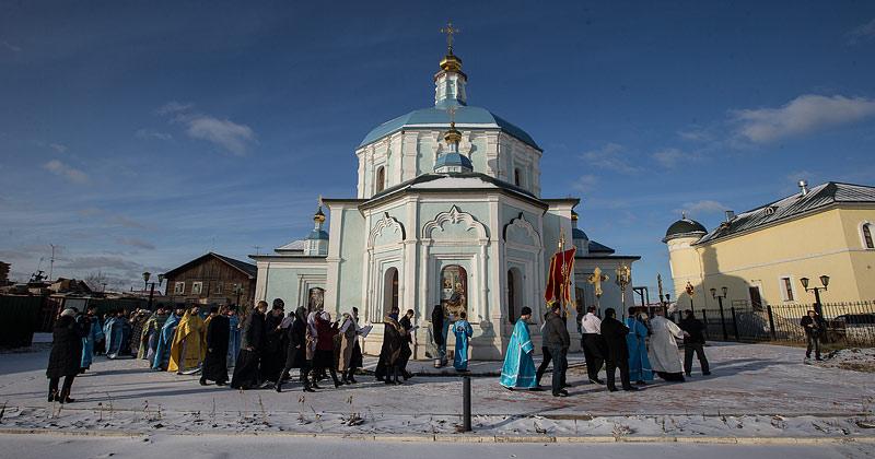 Крестный ход вокруг Богородицкого храма