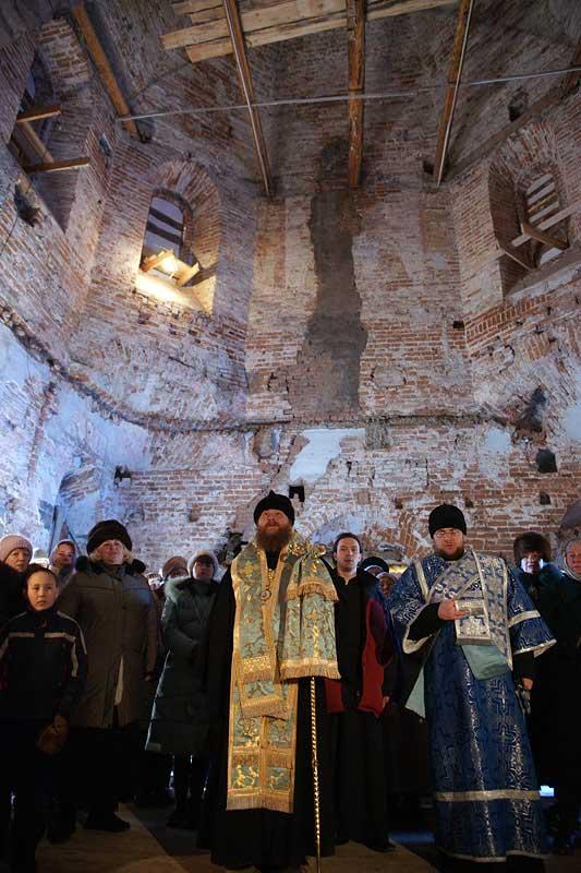 Молебен в восстанавливаемом Богородицком храме