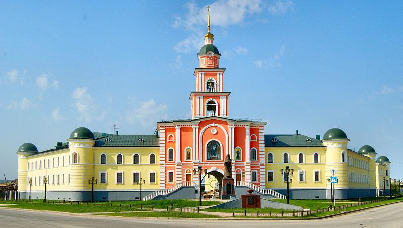 Якутская духовная семинария и памятник свт Иннокентию