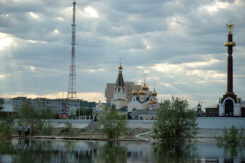 Вид на Преображенский собор г. Якутска со стороны Зелёного луга