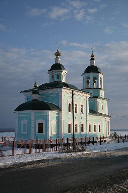 Новый храм Покрова Пресявтой Богородицы в г. Покровске. Фото протоиерея Сергия Клинцова
