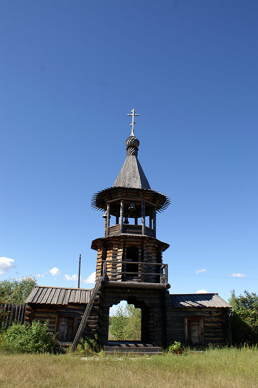 Надвратная колокольня в музее-заповеднике Соттинцы