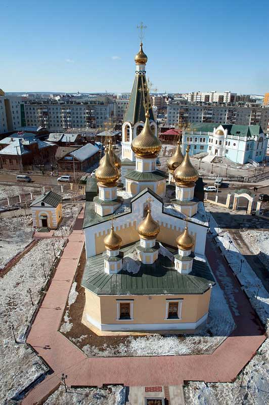 Панорамный вид на г. Якутск и кафедральный Преображенский собор