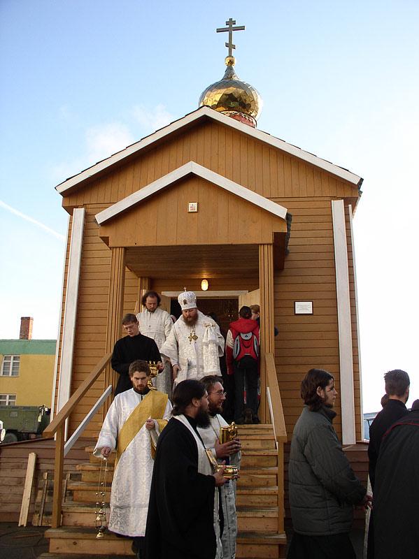 Освящение Спасского храма в п. Тикси. 2006 г.