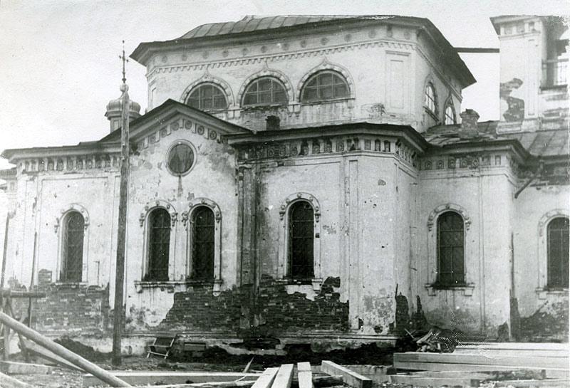 Здание каменной Никольской церкви на Горке после передачи верующим. Нач. 90-х гг. ХХ в.