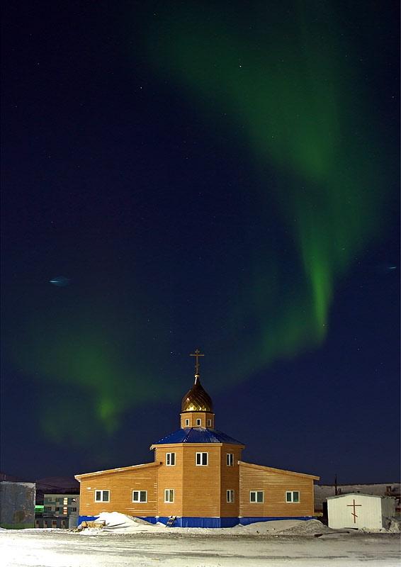 Духовно-просветительский центр и Серафимо-Никольский храм в п. Тикси. Фото иерея Дмитрия Шурупова