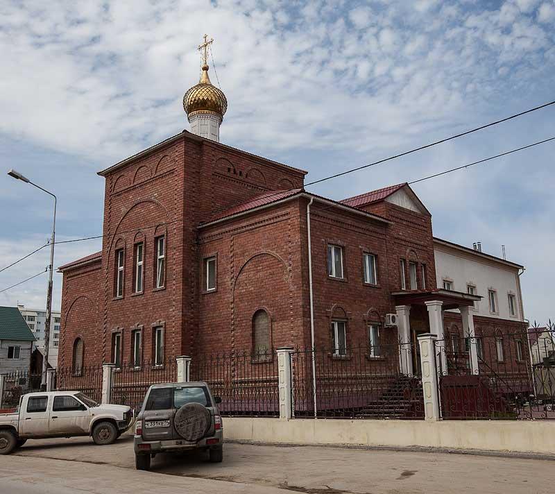 Каменный келейный корпус с Елисаветинским домовым храмом Якутского Покровского женского монастыря