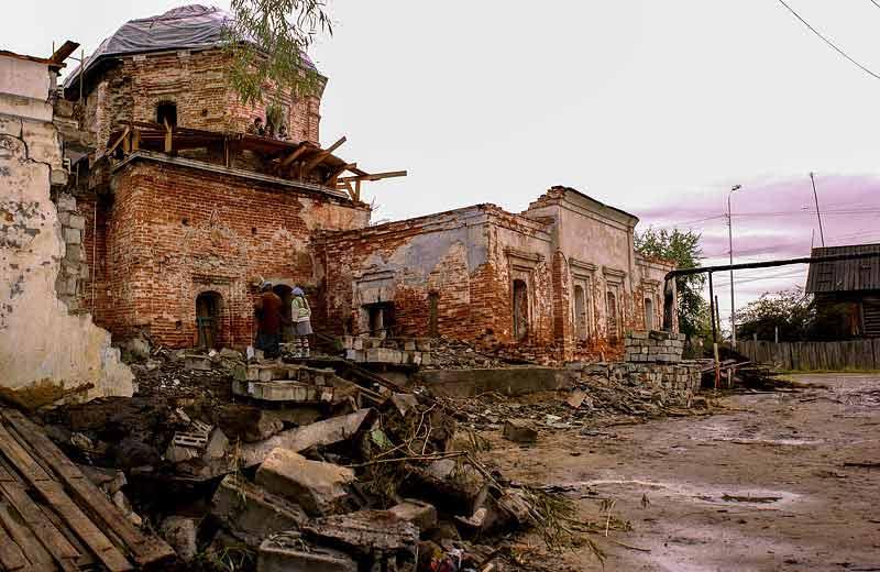 Освобождение каменного Богородицкого храма от пристроенной к нему физической лаборатории Северо-восточный фасад
