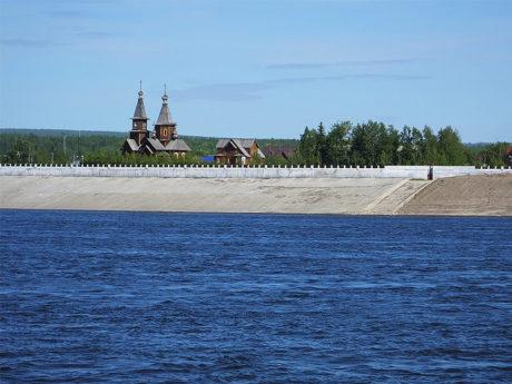 Вниз по Лене-реке: от храма к храму